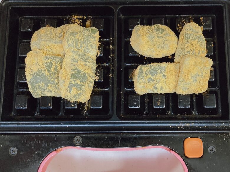ワッフルメーカーとヨモギのきな粉餅